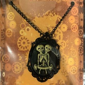 Jewelry - NEW Conjoined Twin / Siamese Twin Cameo Necklace
